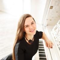 Пианистка Мария Дикарева