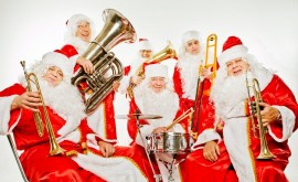 Оркестр Дедов Морозов и Санта Клаусов